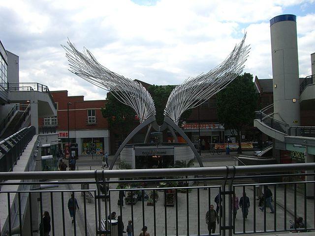 angel sculpture in islington
