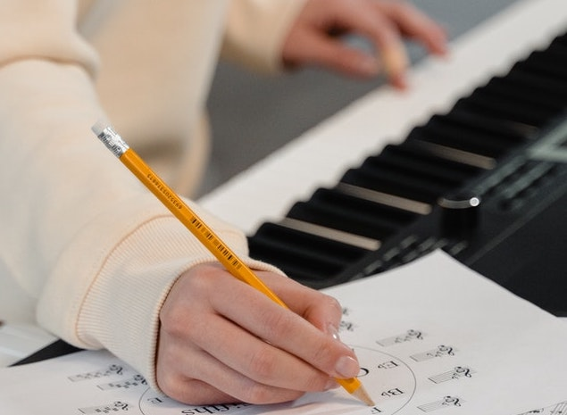 piano player making notes